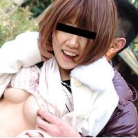 天然むすめ 昼間の公園で大胆露出 上田七央 22歳