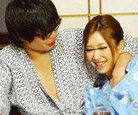 【エロ動画】温泉宿で泥酔している女に失禁するほど愛撫し感じさせてみると… 茉莉もも 波多野結衣 愛沢有紗