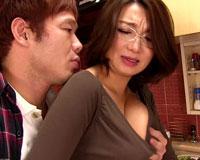 【エロ動画】姑の卑猥過ぎる巨乳を狙う娘婿 高橋家編/村上家編