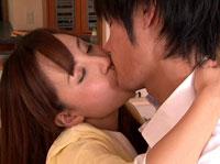 【エロ動画】隣の若妻に勃起チ○ポを擦りつけたら・・・