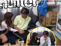 【エロ動画】保護者にバレたら激ヤバ!! 超お嬢様●校で教師をしている僕の貧乏アパートには、女子生徒が「AVを見せろ!」とやって来ますが絶対に断れません。