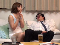 【H動画】酔った夫に頼まれて仕方なく舐めだした美人妻のフェラ尻に我慢できず後ろから即ハメ3
