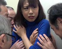 【エロ動画】「もうお爺ちゃんたら!」お年寄りだからと油断してたらヤラレた!近所の奥様達のカラダにイタズラ爺さん達の性欲が復活!