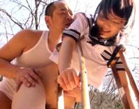 【エロ動画】部活帰りの怪我した松葉杖○学生に青姦中出し