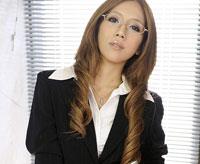 【長月ラム 無修正 動画】網タイで社長の性欲処理する黒ギャル秘書!