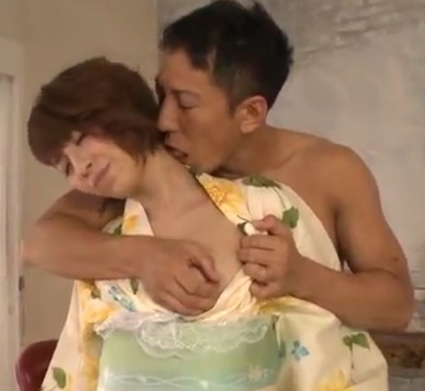 【無修正 着物 エロ動画】短髪で茶髪ギャルがバックで濃厚セックス!