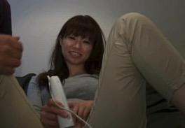 【素人 電マ 動画】独身OL「Momoちゃん」22歳が着衣でクリちゃん弄りまくるフェチ映像!!