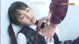 自分の娘がもしも変態に暴行されてたら…強制イラマチオレイプで少女の喉を犯すおじさん