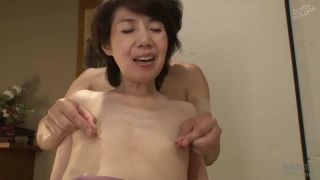 拒食症並の我利我利熟女が乳首つままれ喘ぎまくるマニアック映像