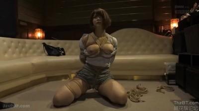 芸術的な縛り師の縄術でM女の感度が高まり喰い込んだ縄の体が美しい彫刻のよう