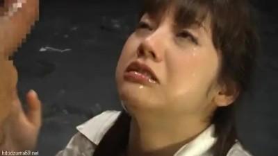 喉奥に激しくピストンするイラマチオで射精され溺れそうになりながら口で受け止める美少女