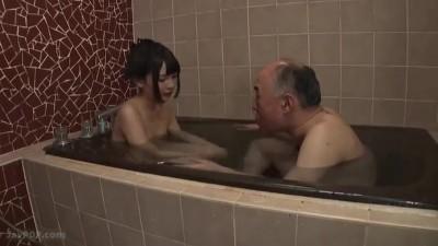 おじいちゃんの性的虐待?!美少女が年寄りのちんこを借りて気持ちよくなる逆レイプ