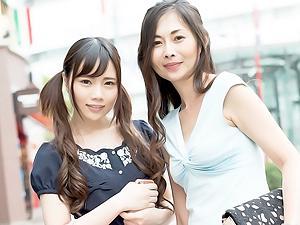 娘の前で女の表情のまま喘いじゃうママと母の前で女になってしまう娘のアブナイ3P