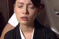 【エロ動画】遺影の前で手篭めにされて… 堀内秋美