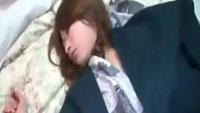 みん剤入りのお茶で眠らせたお姉さんを犯す店員!児島咲