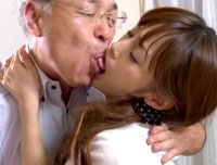 【エロ動画】隣の老人とデキてしまった人妻 樹花凜