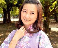 和服美人妻とベランダで見せ付けファック 菊川亜美 33歳